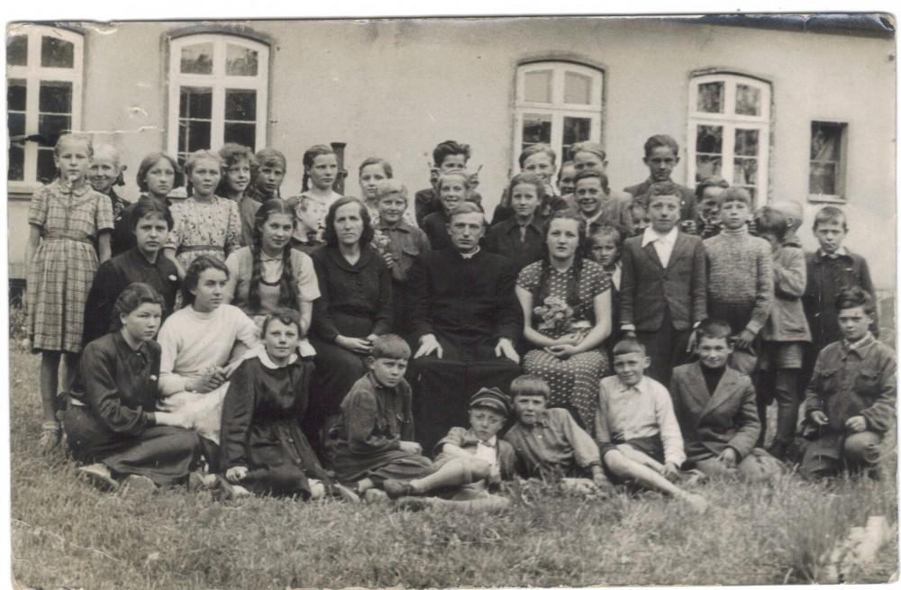26 Szkola w Pozarkach 1957