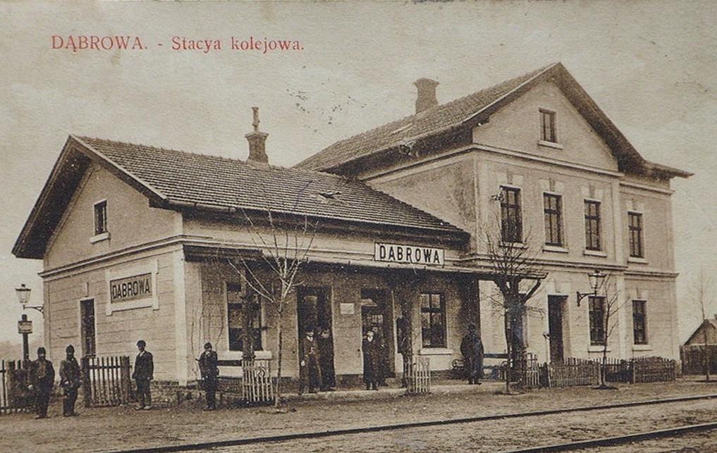 Dąbrowa Tarnowska, Stacja kolejowa
