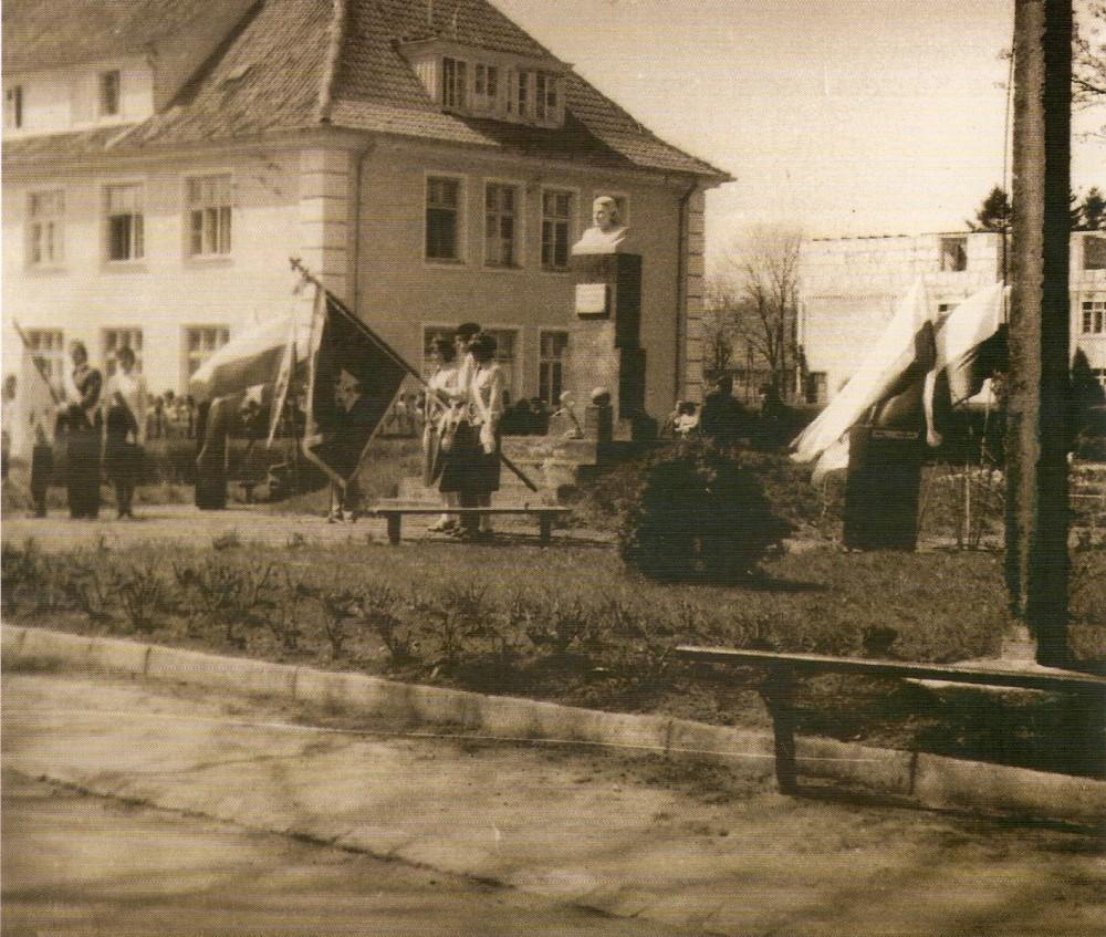 Karolewo odsłonięcie pomnika Hanki Sawickiej, kwiecień 1955