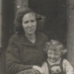 Owiesno - Janina i Halina Krukiewicz z dziećmi